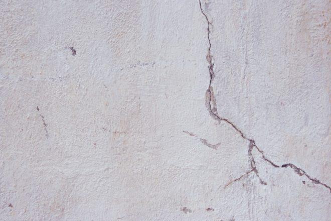Как заделать трещину в стене панельного дома внутри квартиры — Портал о стройке